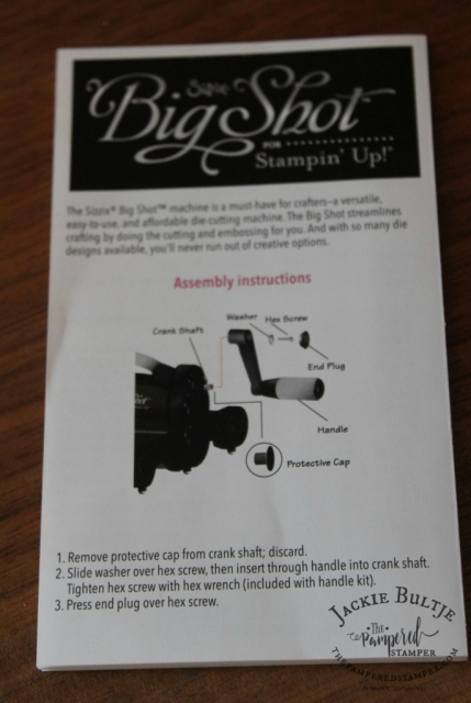 Simple instructions for assembling your Big Shot. All you need to do is take it out of the package and put the handle on.