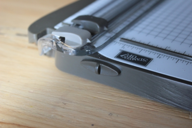 The Stampin'Up! trimmer has a great feature, you can lock the blade bar into position for easy traveling.